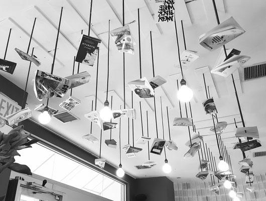 ...kreative Beleuchtung im Café bei McNally Jackson...
