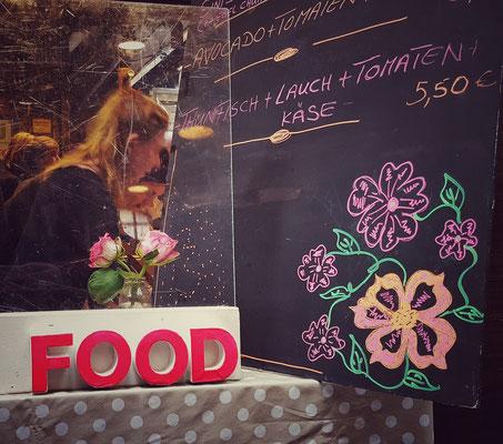 Bunt und liebevoll dekoriert ist es überall auf dem Markt...