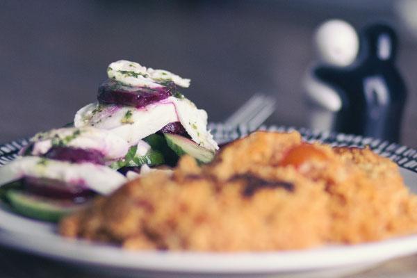 ...klassisches Couscous mit Rote-Bete-Gurken-Salat...