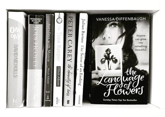Freude: Bücher liebevoll einräumen, ein Genuss... :)