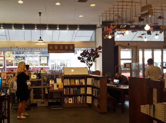 ...unfassbar, wieviele Bücher an der Espresso Book Machine allein in diesem Laden schon gedruckt wurden...