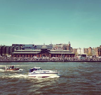 Staunen: Wieviele Menschen das Fest so zum Hafen zieht...