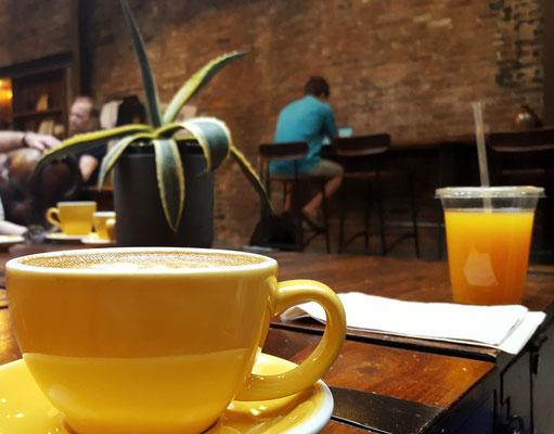 Hier haben wir Stunden verbracht. Leckerer Kaffee, gemütliches Sofa, schönes Ambiente.