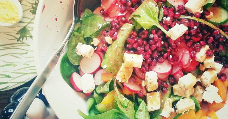 ...Salat mit Granatapfelkernen...