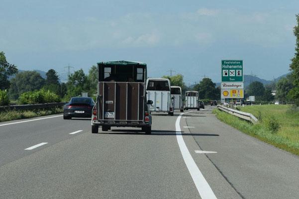 Unser Pferde-Convoy Richtung Montafon