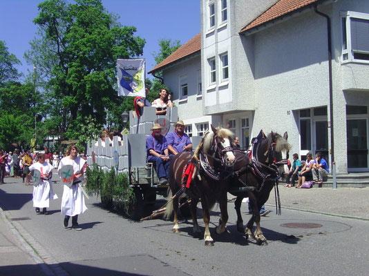 Fire (links) und Franzi beim Umzug in Kisslegg