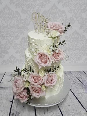 Hochzeitstorte ohne Fondant Cremetorte mit echten Blüten