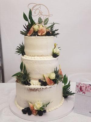 Hochzeitstorte Semi Naked Cake mit Blumen und Feigen Renates Torten Design