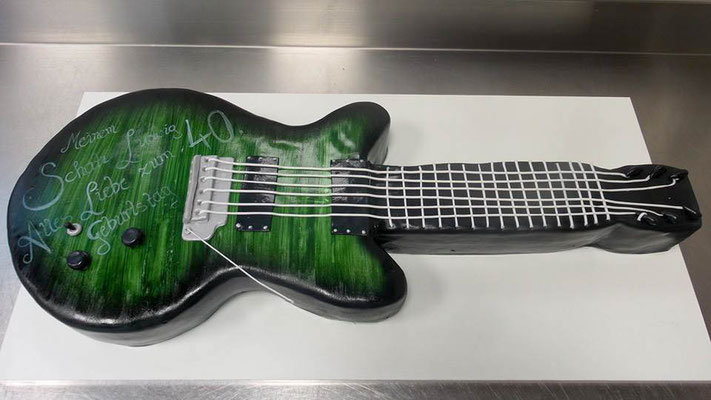 Geburtstagstorte Gitarre @ Renates Torten Design
