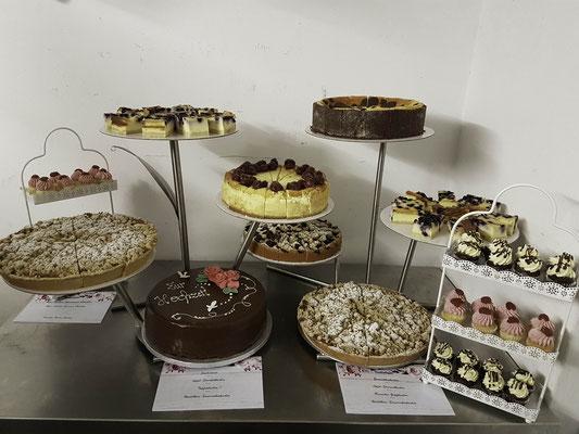 Hausgemachte Kuchen als Kuchenbuffet zur Hochzeit, Renates Torten Design
