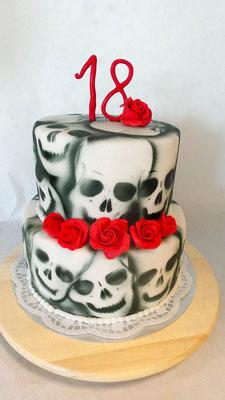 Geburtstagstorte Skull @ Renates Torten Design