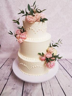 Hochzeitstorte Cremetorte mit echten Blüten