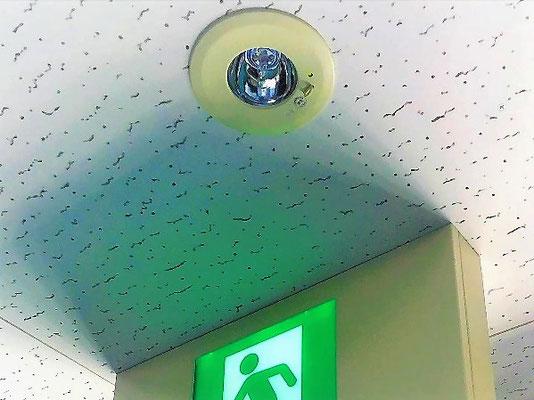 非常照明と音声・点滅機能付き誘導灯