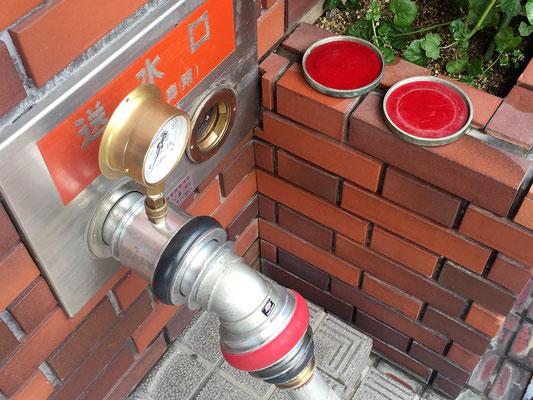 連結送水管の耐圧試験も自社で。