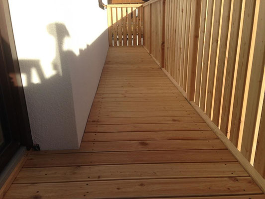 Montage: Holzterrasse Lärche und Lärchenbalkon