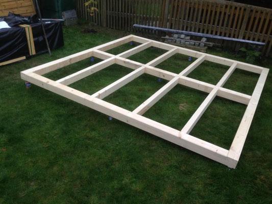 Fundamentrost Holz (10 x 10 cm) für Gartenhaus
