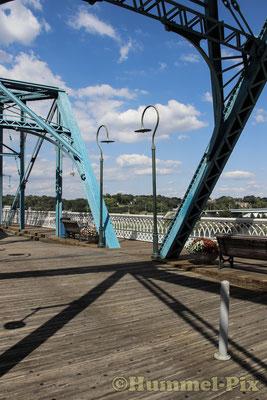 Die Walnut Bridge ist eine 724m lange Fußgängerbrücke.
