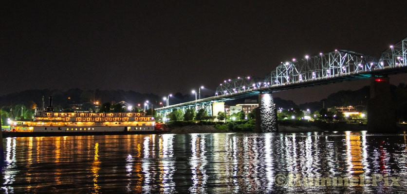 Der lichterbestrahlte Tennessee River