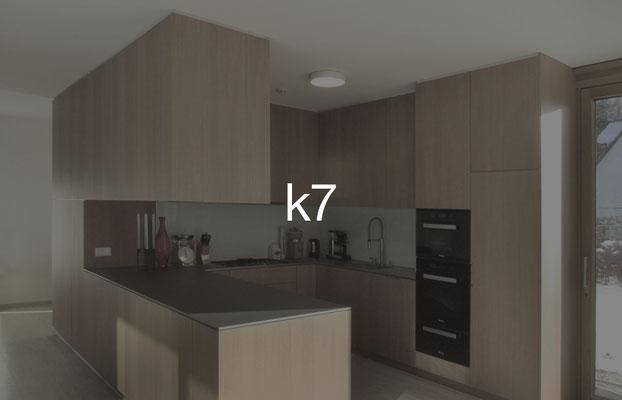 Küche k7: Fronten Eiche furniert, Arbeitsplatte Edelstahl