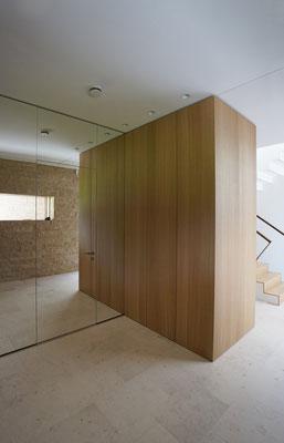 Wandverkleidung, Spiegelelement mit integrierter Tür zum WC