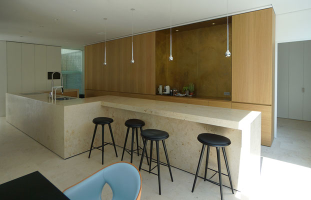 Küchen-Essplatz und Küchenschränke