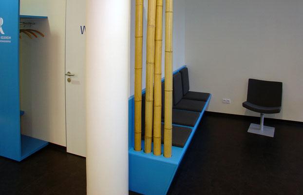 Garderobe und Sitzbank mit Polstern, Schichtstoff blau
