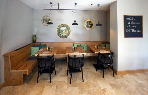 Eckbank und Tische aus Asteiche
