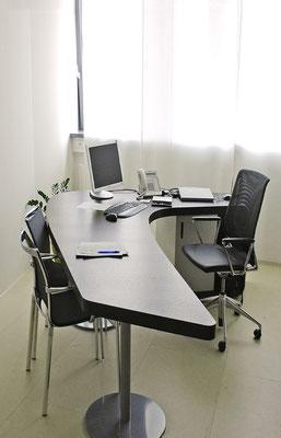 Schreibtisch in freier Form