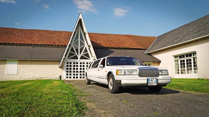 Arrivée des mariés en Limousine
