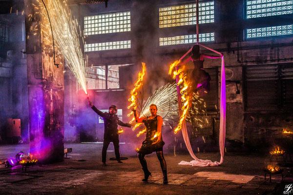 Pyroeffekt, Feuerflügel und Vetikaltuch