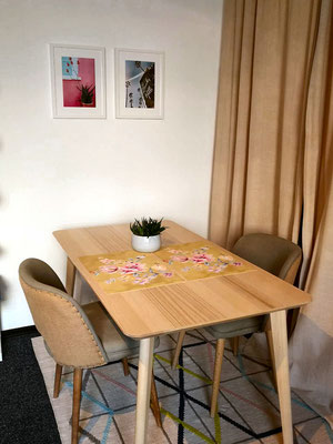 キッチンの手前の食卓