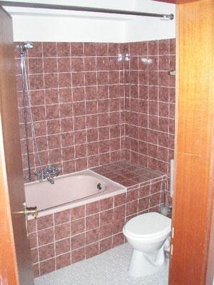 下の階の浴室