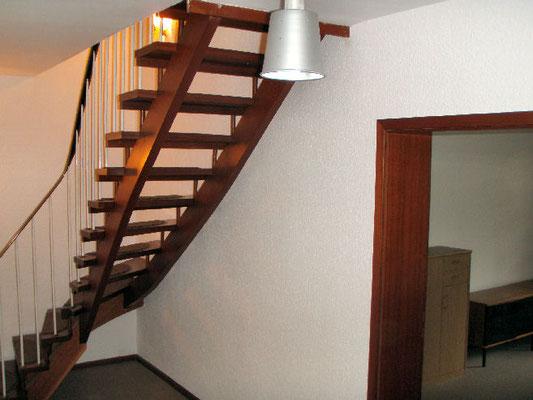 上下階をつなぐ階段