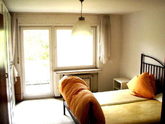 上の階の寝室①