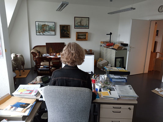 August 2020 – Das Büro füllt sich langsam mit kleinen Schätzen.