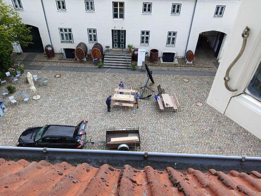 August 2020 – Das Flensburger Schifffahrtsmuseum bekommt neue Bänke für den Innenhof.