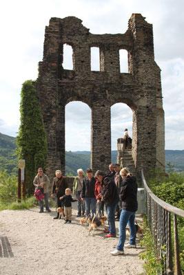 Die Gruppe im Burghof