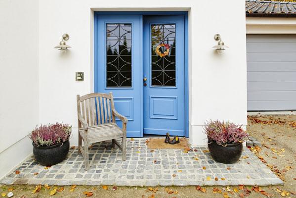 Architekturfotografie  Eingang mit blauer Türe