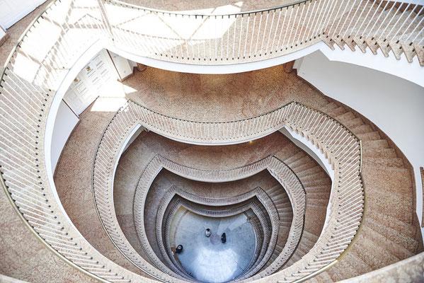Architekturfotografie Treppenhaus von oben