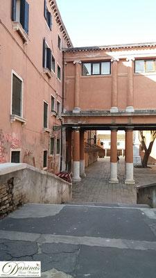 Venedig - Auf Brunettis Spuren: Palazzo Gritti am Campo della Confraternità - Außenaufnahmen des Polizeipräsidiums der Verfilmungen