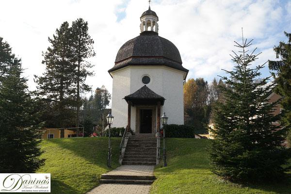 Die Schlichtheit der kleinen Stille Nacht Kapelle bezaubert Besucher von der ganzen Welt