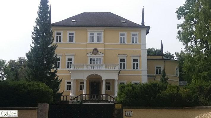 Salzburg, Kloster an der Hellbrunner Allee.