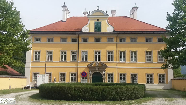 """Salzburg, Schloss Frohnburg an der Hellbrunner Allee. Diente als Filmkulisse für """"The Sound of Music""""."""