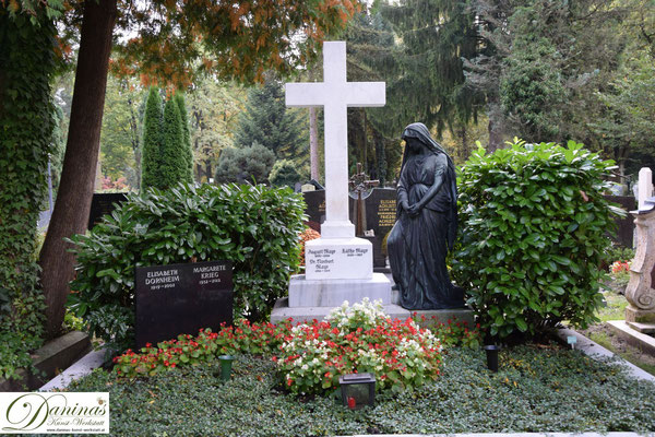 Waldfriedhof mit prächtigen Denkmälern. Der Salzburger Kommunalfriedhof ist aufgrund seiner landschaftsarchitektonischen Schönheit einzigartig und einen Besuch wert!