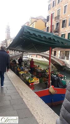 Venedig Dorsoduro Obstboot
