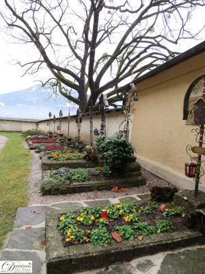 Salzburg Stift Nonnberg. Der alte Friedhof hatte Aslyrecht.
