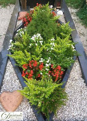 Idee Grabbepflanzung im Sommer