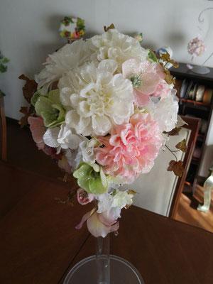 造花のティアドロップブーケ ダリア