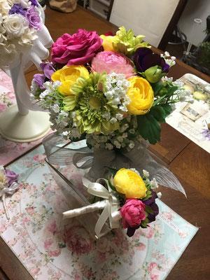造花:アーティフィシャルフラワーのクラッチブーケ