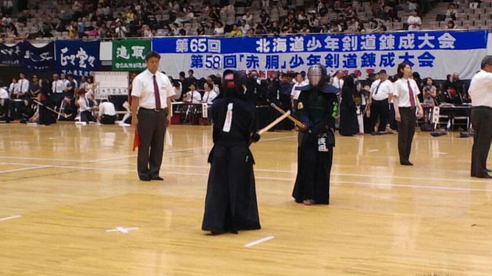 試合する剣士